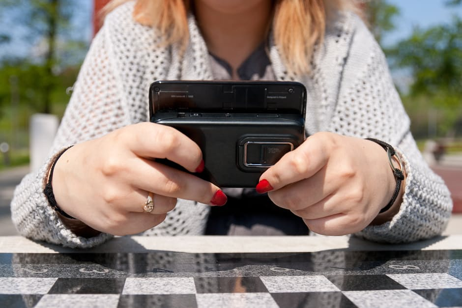 mobile-phone-spy-app-why-should-your-teen-need-it.jpg